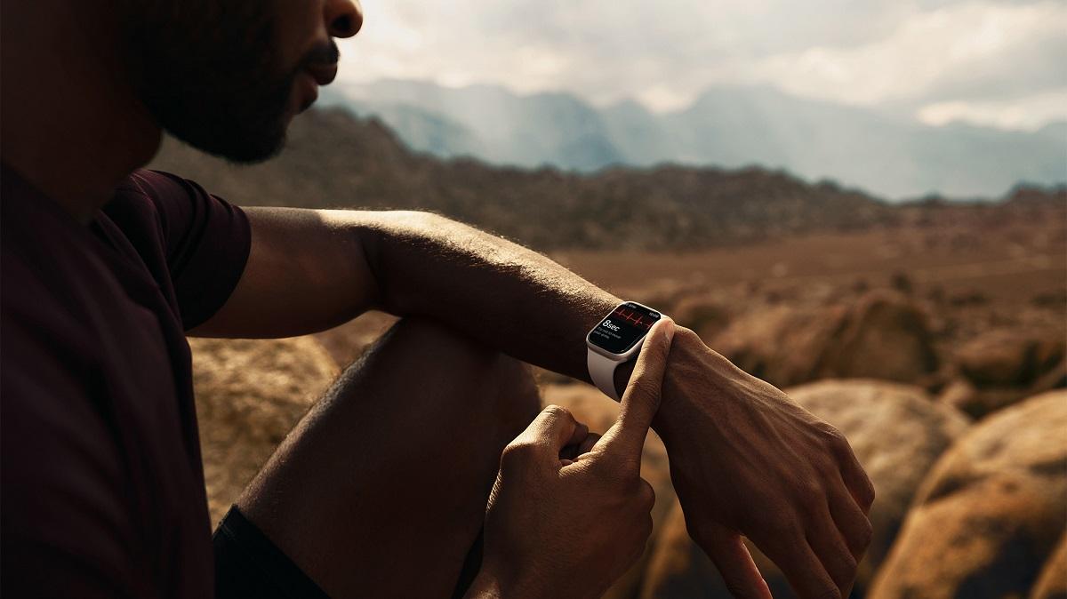 Пользователи Apple Watch могут снимать электрокардиограмму прямо с запястья с помощью приложения ЭКГ.