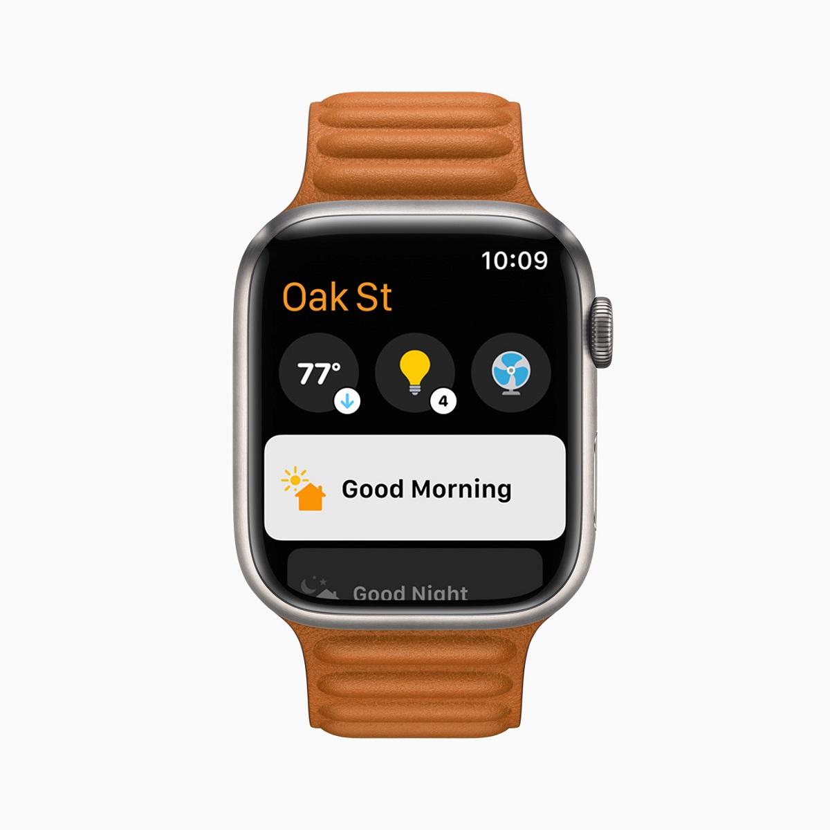 Обновленное приложение Home в watchOS 8 предлагает более удобный доступ к аксессуарам и сценам.